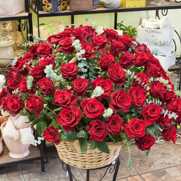 Корзина из красных роз (101 роза)