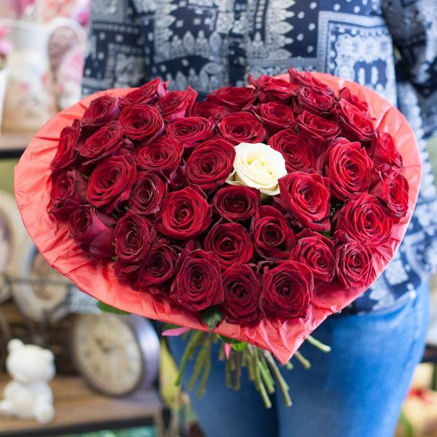 Букет-сердце из роз (41 роза)