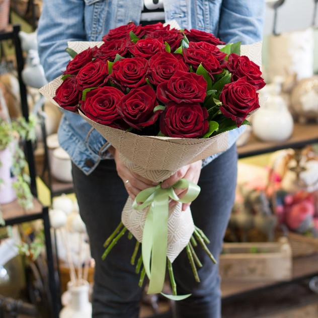 Букет из красных роз (19 роз)